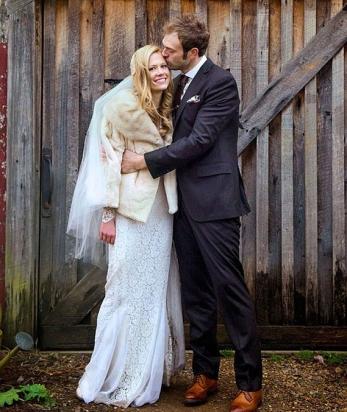 La boda de invierno de Claire Coffee y Chris Thile | Bodastoryblog