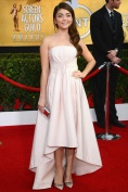 Sarah Hyland in Pamella Roland and Jimmy Choo